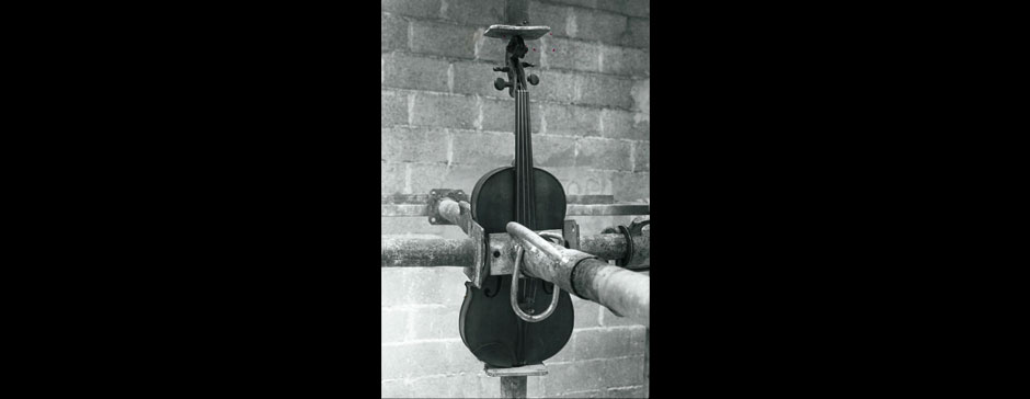 i04-violon-captif
